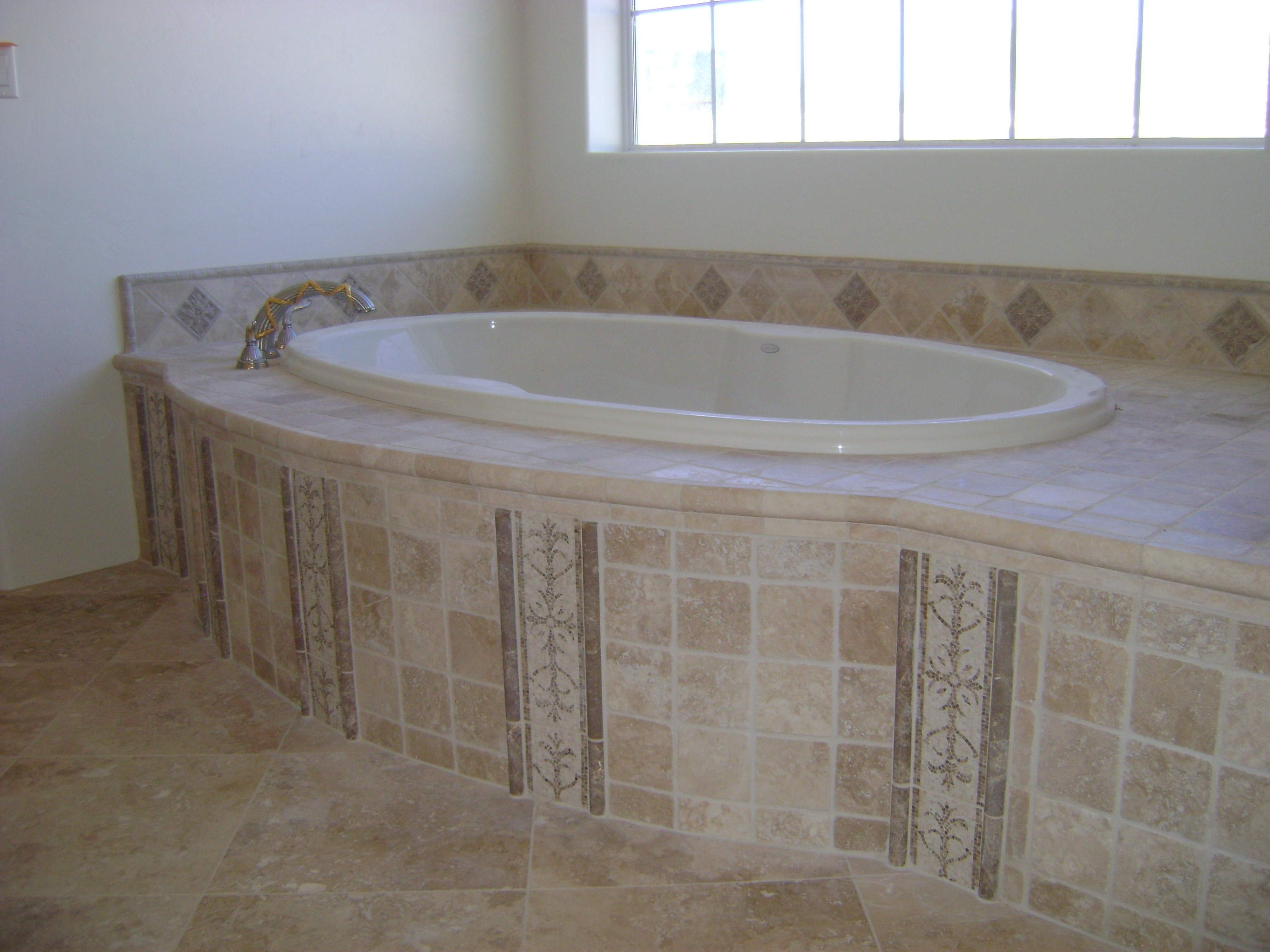 Bathtub surround tile design bathtub surround - Installing tile around bathtub ...